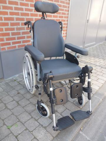 image  chaise roulante vermeiren inovys ii assise 49 cm , repliable